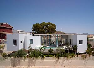 معماری و طراحی داخلی خانه ویلایی دو زبانه