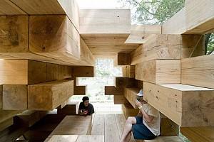 خانه چوبی و  فضای منفی
