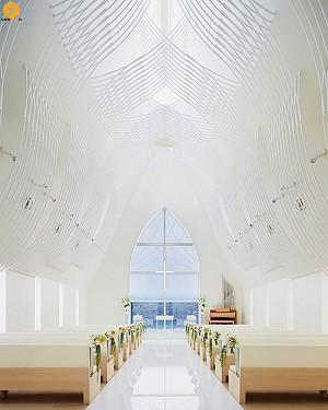 طراحی کلیسای کوچک سفید