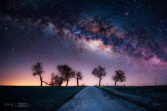 شب هنگام و آسمانی ستاره باران