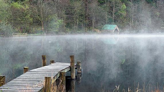 مناظری از دریاچه مه آلود