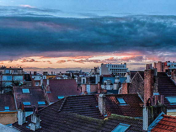 طلوع خورشید در بروکسل