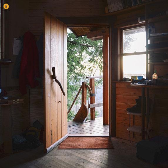 طراحی و معماری خانه جنگلی : مخروط خاکستری