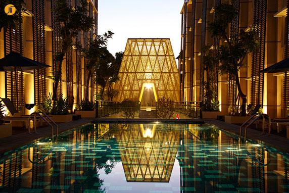طراحی سردر ورودی هتل به شکل هرم