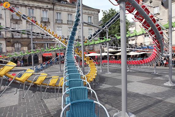 طراحی منومان شهری با صندلی به شکل ترن هوایی