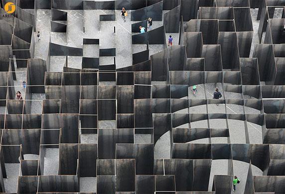 معماری و طراحی  هزارتو از جنس استیل