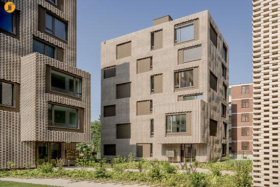 طراحی و معماری ساختمان سکونی با نمای آجرچینی