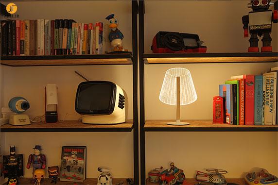 طراحی چراغ مطالعه دو بعدی ولی با ظاهر سه بعدی