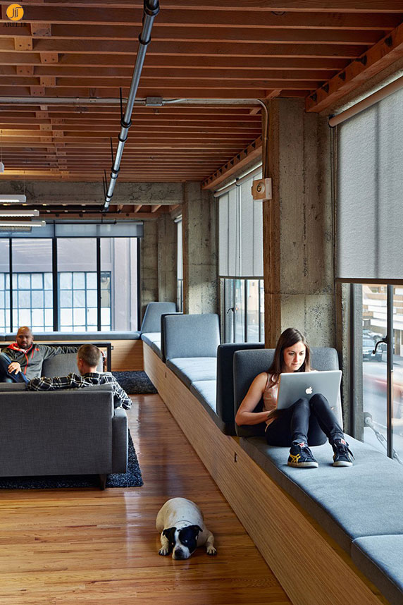 7 نمونه طراحی کاناپه برای جلوی فضای پنجره