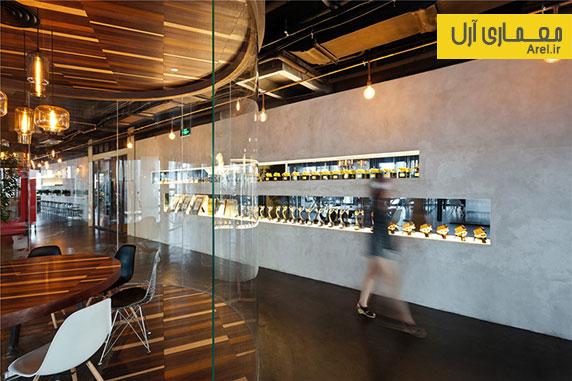 طراحی داخلی شرکت اداری با استفاده از متریال های چوب، شیشه و بتن