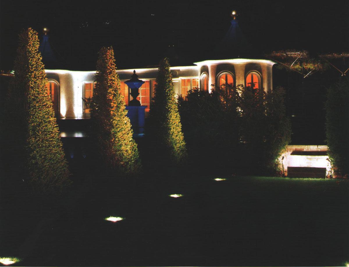 نور پردازی باغ و ساختمان