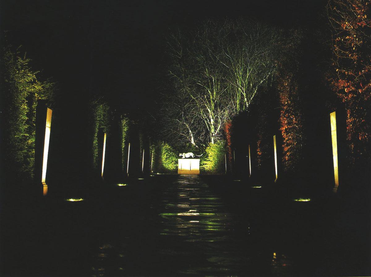 نور پردازی محوطه و باغ