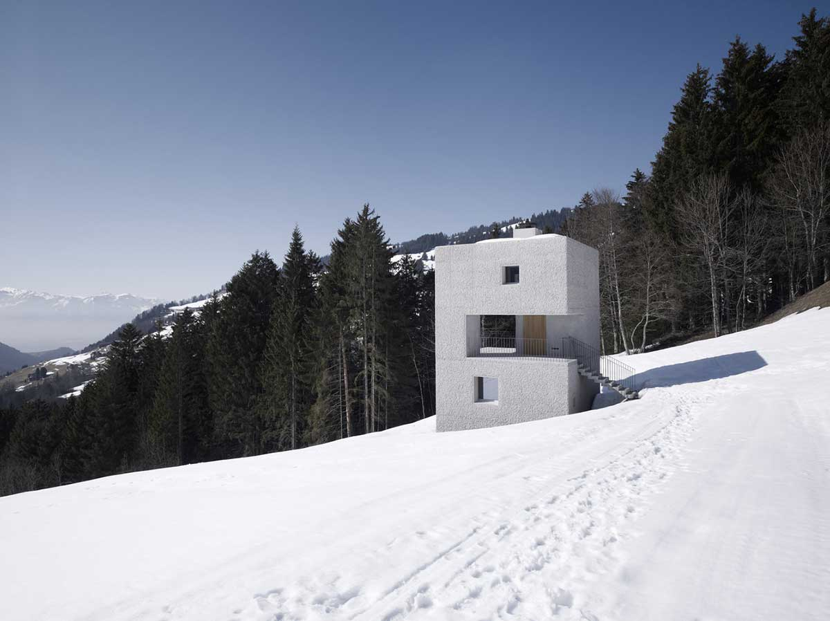 طراحی و اجرای ویلای کوچک در کوهستان