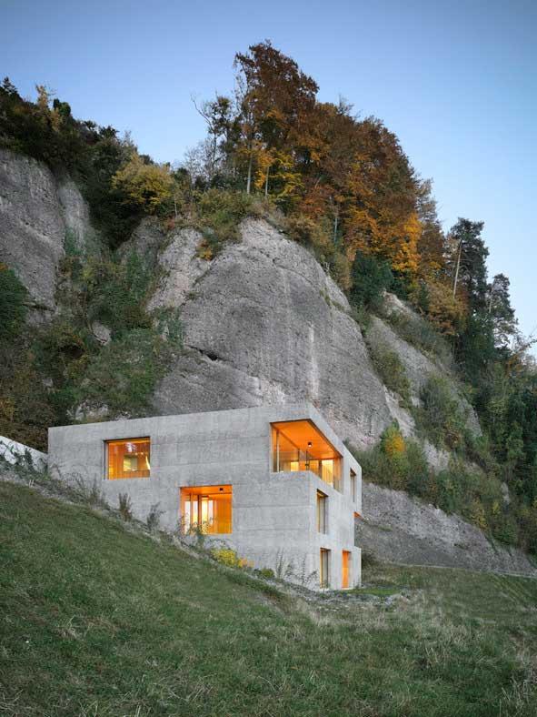 طراحی و اجرای ویلای دوبلکس بتنی در کوهستان