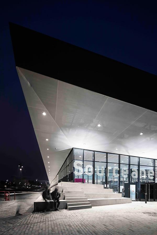 طراحی داخلی مجتمع ورزشی و استخر در فرانسه