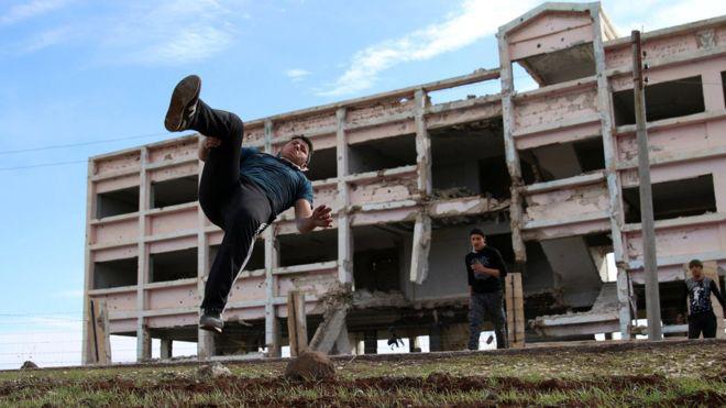 پارکور در میان ویرانههای جنگ سوریه