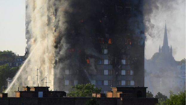 برج مسکونی لندن در میان آتش و فروریزی