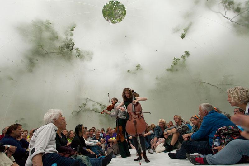 سازه کروی شفاف با کاربری استیج در فستیوال هلند