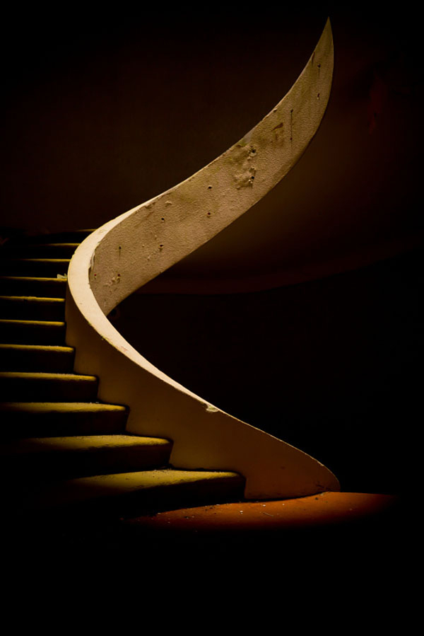 معماری با خطوط قدرتمند