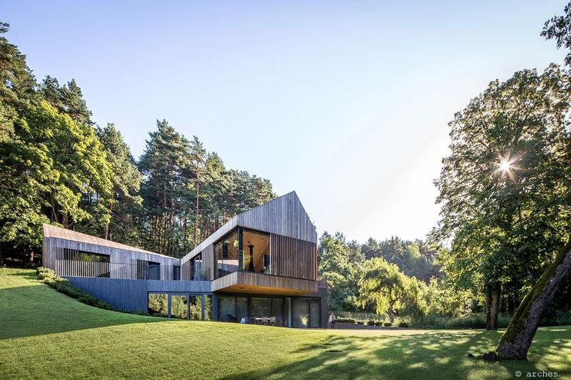 طراحی خانه با نمای چوبی و مدرن
