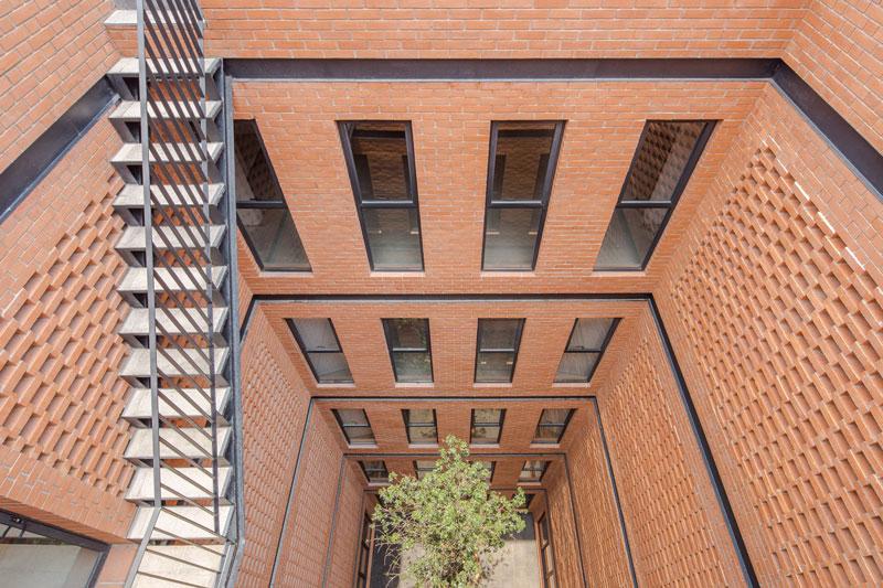 طراحی نمای آجری آپارتمان