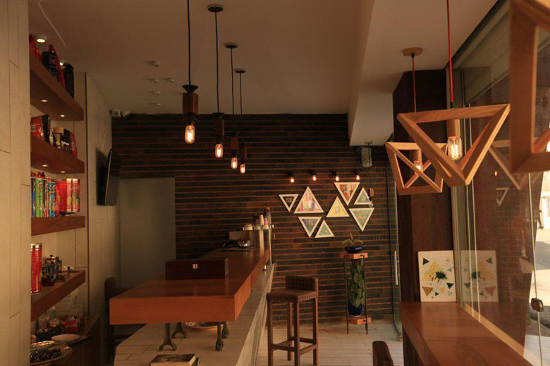 کافه مثلث