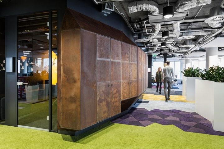 MediaCom Offices interior design%20(10) - طراحی دفتر اداری  به سبک صنعتی در اورناتتو