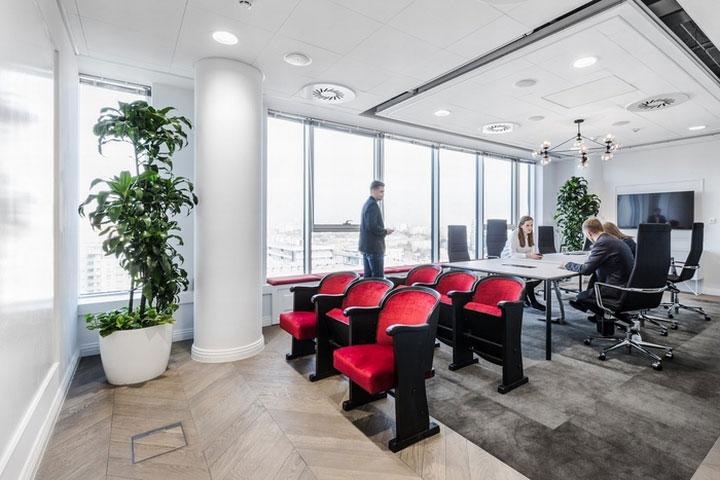 MediaCom Offices interior design%20(11) - طراحی دفتر اداری  به سبک صنعتی در اورناتتو