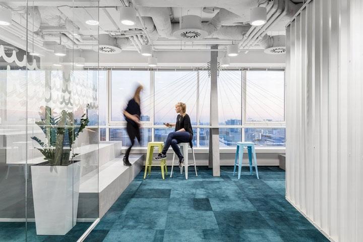 MediaCom Offices interior design%20(13) - طراحی دفتر اداری  به سبک صنعتی در اورناتتو