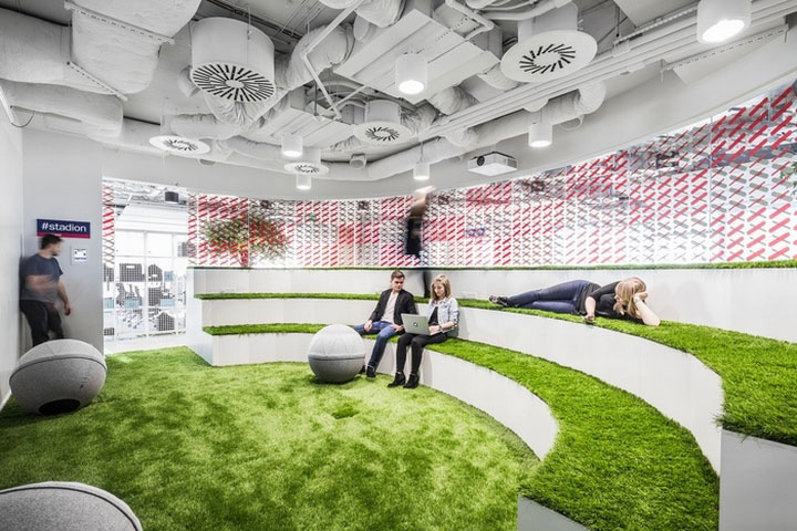 MediaCom Offices interior design%20(14) - طراحی دفتر اداری  به سبک صنعتی در اورناتتو
