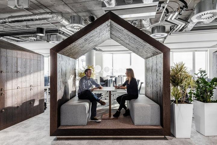 MediaCom Offices interior design%20(4) - طراحی دفتر اداری  به سبک صنعتی در اورناتتو