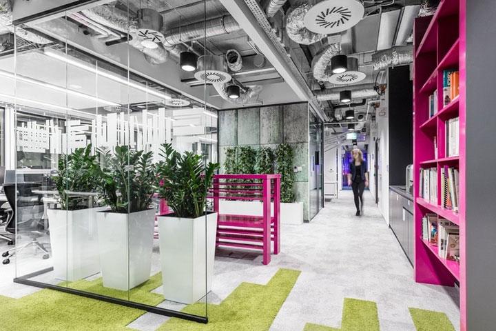 MediaCom Offices interior design%20(7) - طراحی دفتر اداری  به سبک صنعتی در اورناتتو