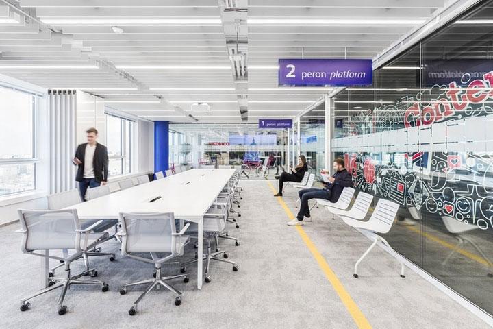 MediaCom Offices interior design%20(8) - طراحی دفتر اداری  به سبک صنعتی در اورناتتو