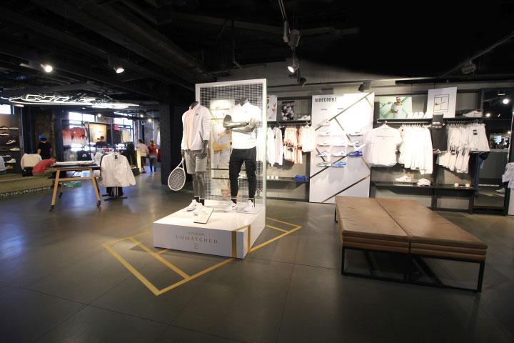 دکوراسیون داخلی مغازه لوازم ورزشی Nike
