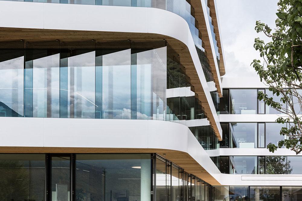 معماری و طراحی داخلی ساختمان اداری مدرن