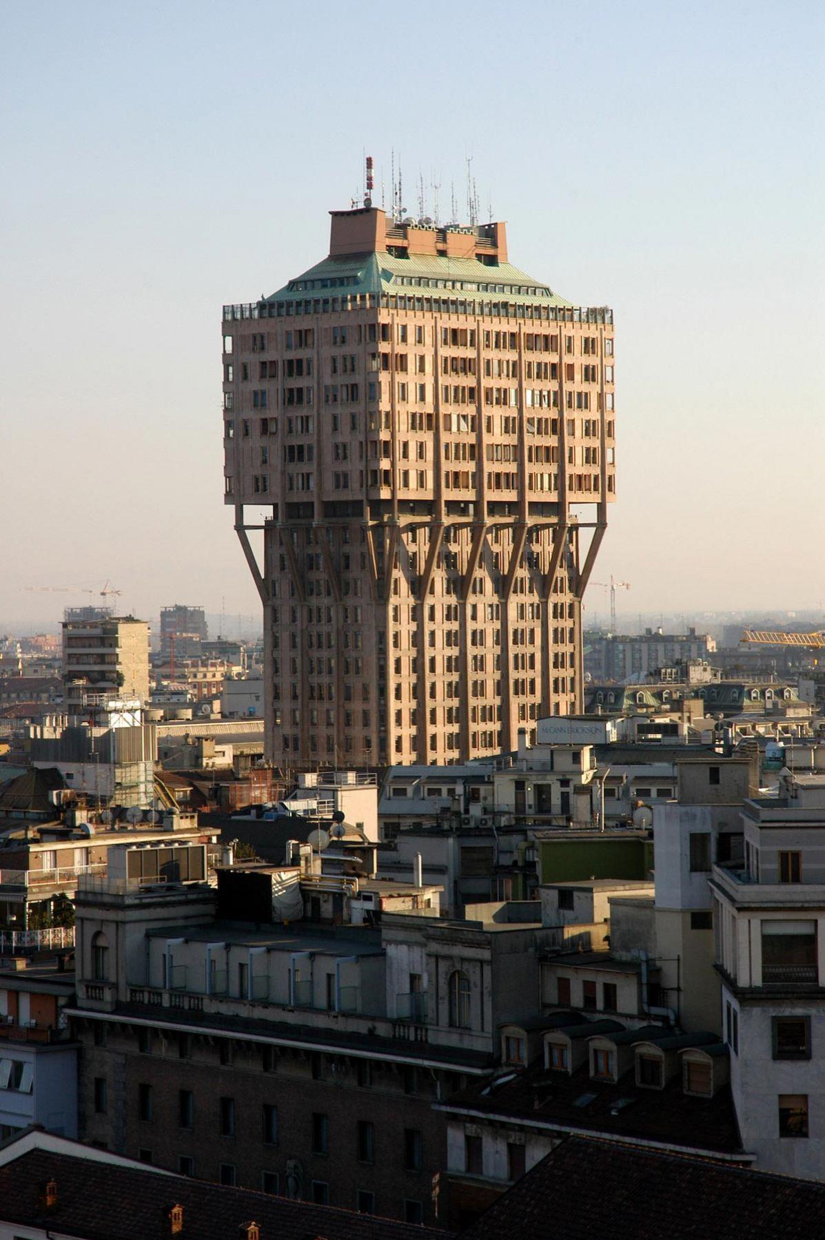 برج ولاسکا در میلان