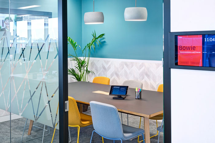 طراحی داخلی دفتر کار شرکت حمل و نقل Uber در انگلستان