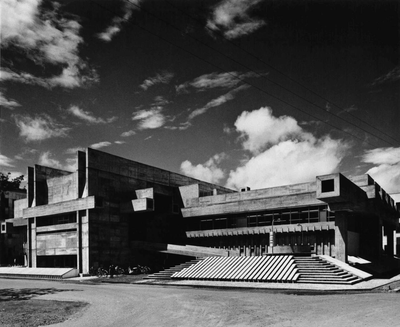 کتابخانه پیش دانشگاهی Ōita