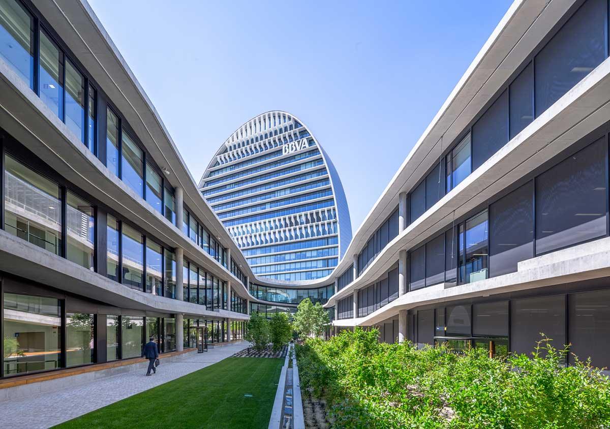 طراحی باغ ساختمان اداری