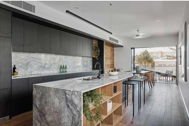 طراحی آشپزخانه با کابینت مشکی