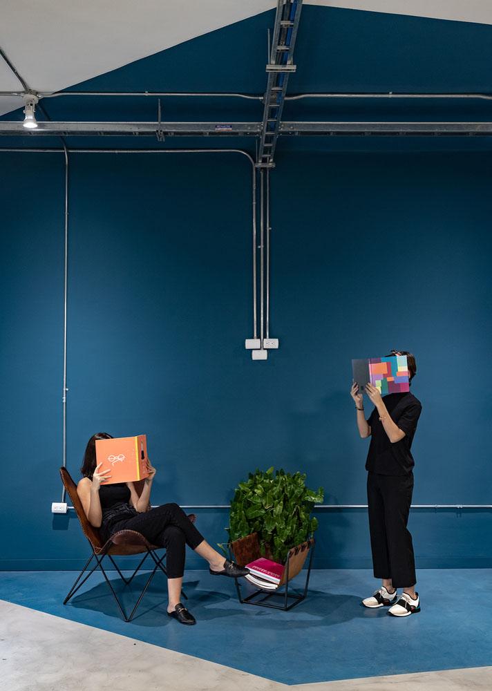 طراحی داخلی دفتر کار  انعطاف پذیر با حفظ فاصله اجتماعی