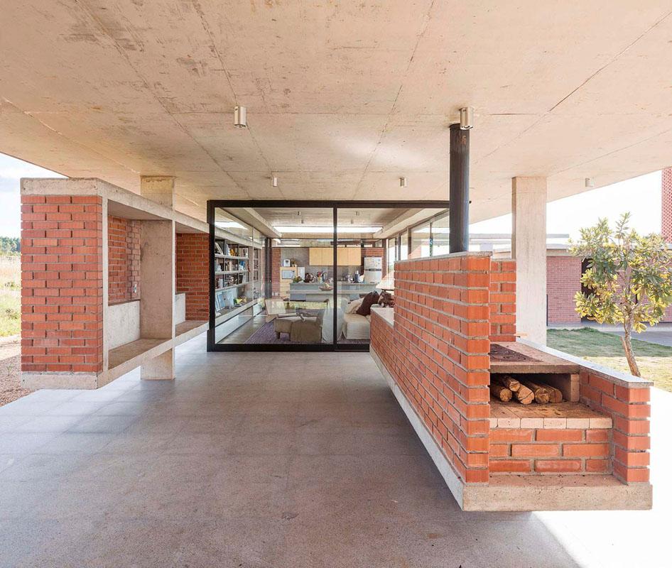 معماری داخلی با مبلمان آجری