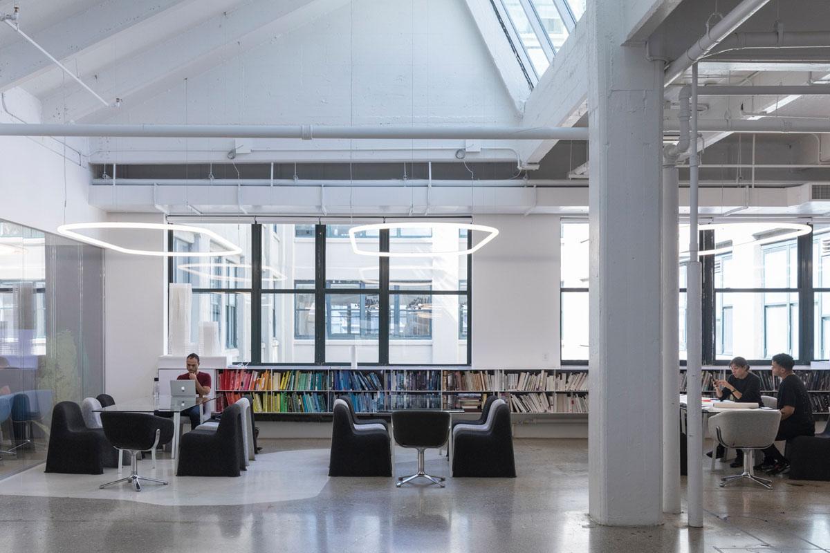 فاکتورهای آسایش و شادی در طراحی داخلی دفاتر کار !
